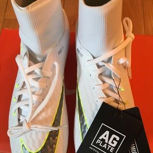 Nike soccer cleats Phantom 3 Academy